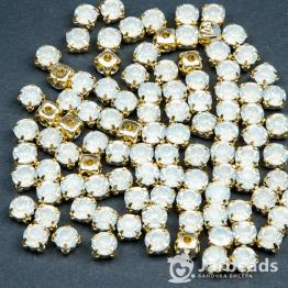 Стразы в золотых цапах 6мм (опал белый) 10 штук